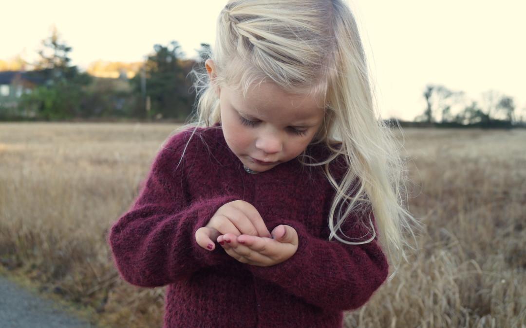 Lang strikkejakke, både pen og praktisk