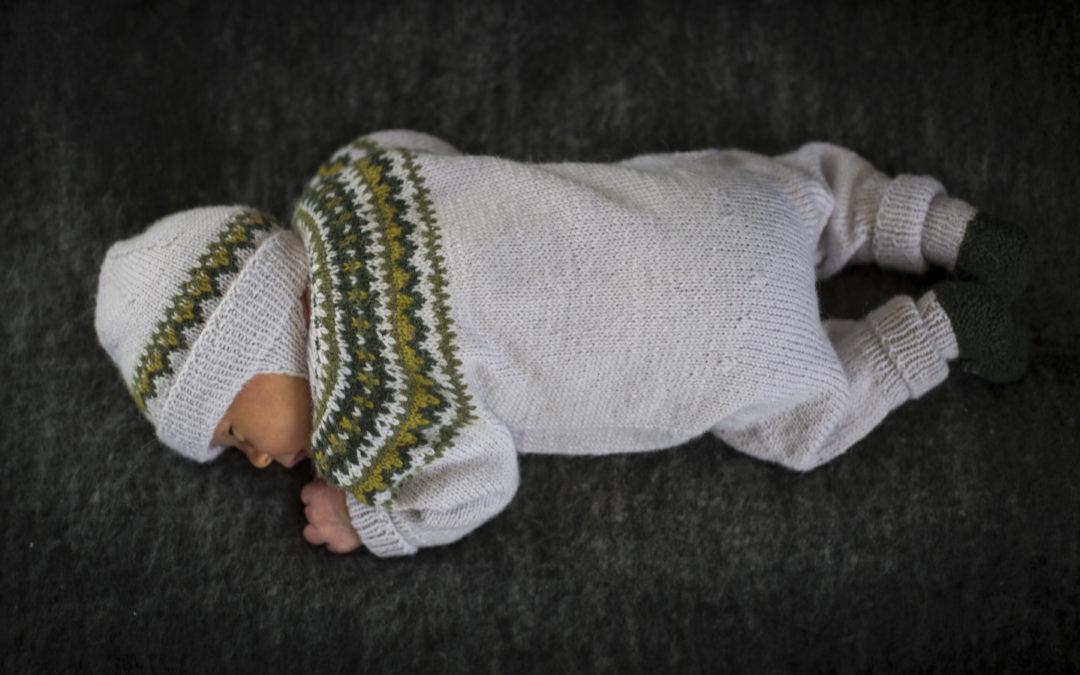 Lykkeliten babysett i nydelig kvalitet