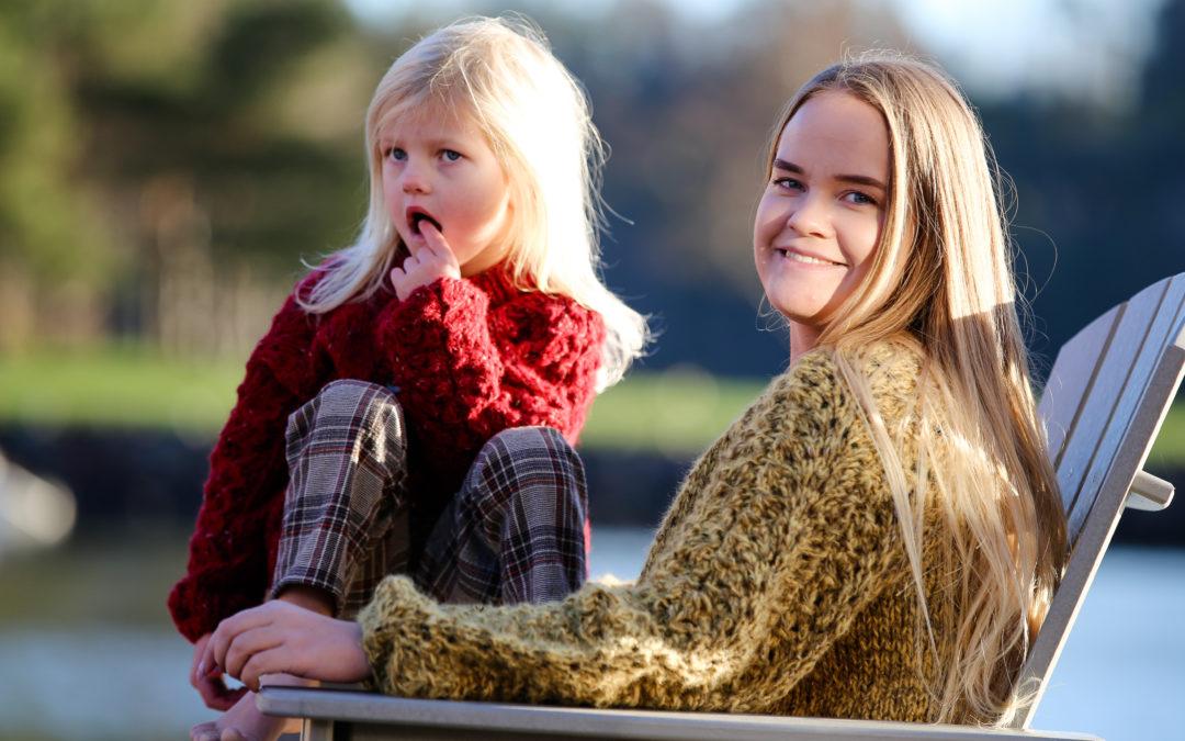 Slengoverjakke i alpakka til både mor og barn