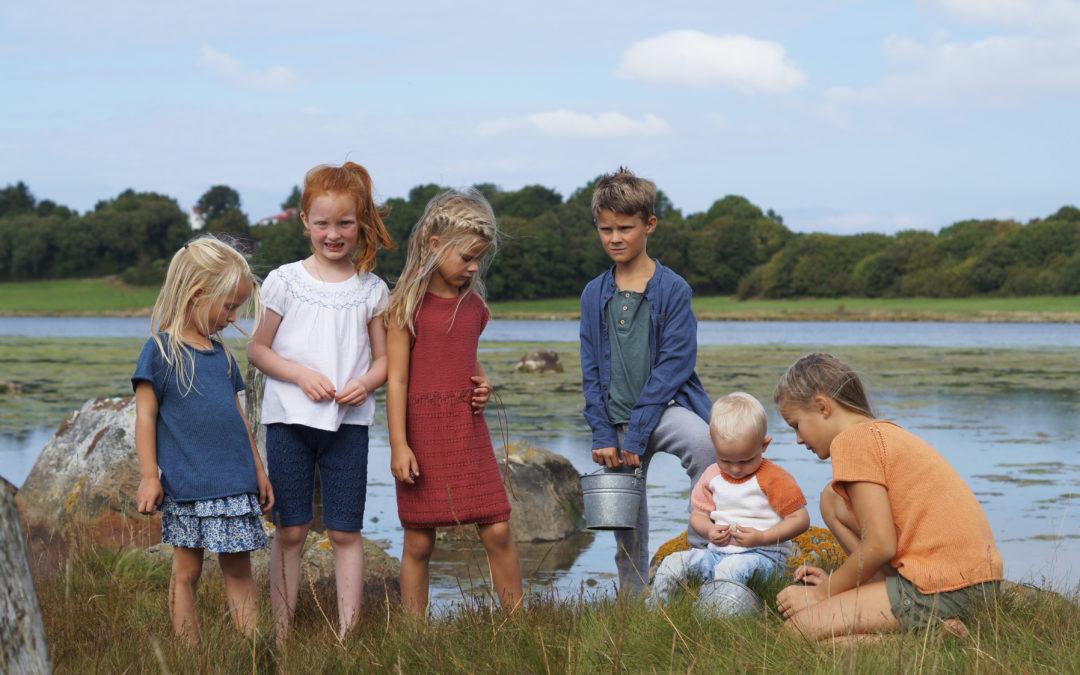 Sommerstrikk i glade farger til små og store barn